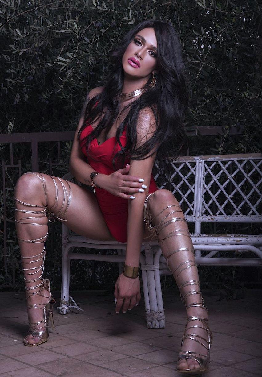 Beautiful Trans Raphaella London Shemale