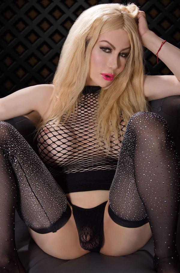 TS Suzy Hung Blonde Toronto Shemale Escort