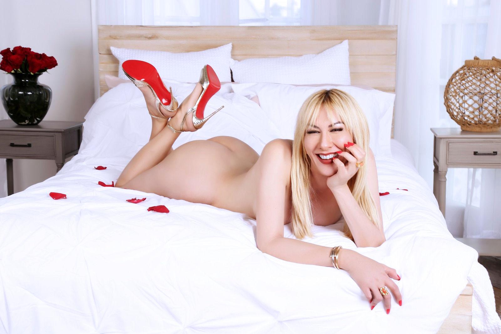 Gorgeous Blonde Miami Transsexual Paris
