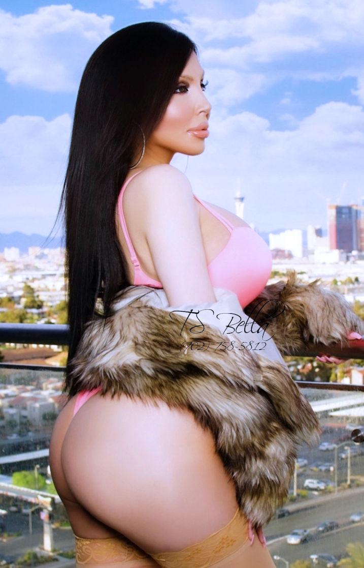 Beautiful TS Bella Las Vegas Shemale