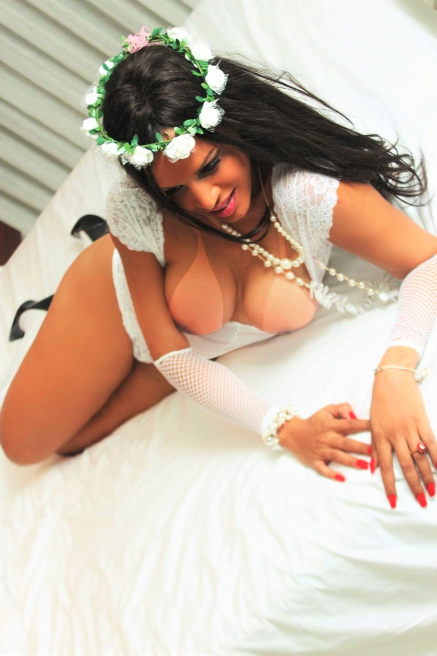 Iasmin Candy Big Cock Brazilian Shemale
