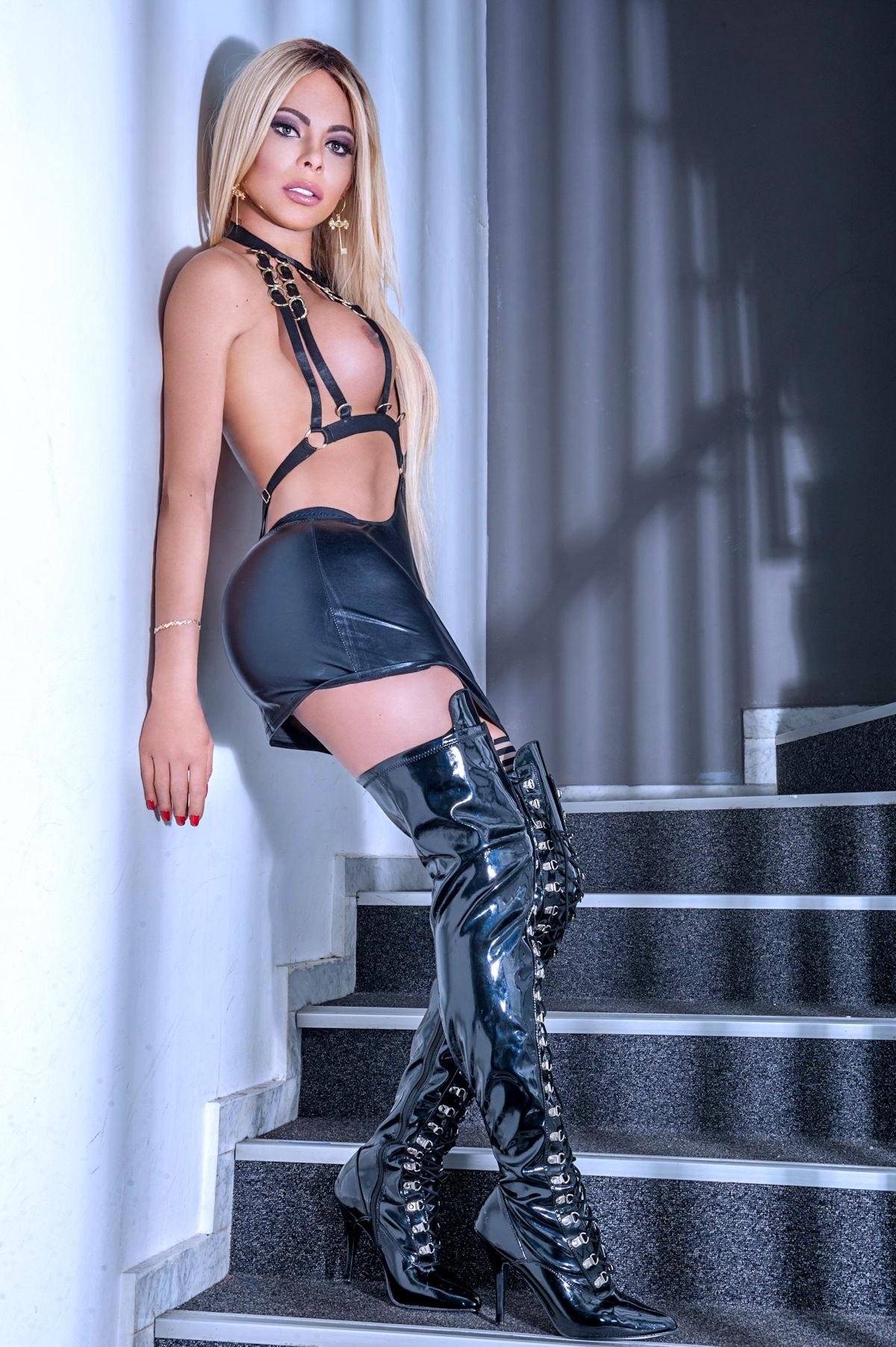 Beautiful Blonde TS Escort Khloe XXL