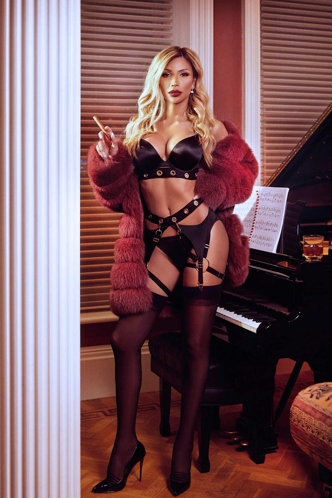 Beautiful London Shemale Escort Amanda Lima